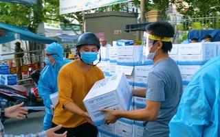 Video: Hàng dài xe tải chở nhu yếu phẩm ủng hộ các y bác sĩ Đà Nẵng chống dịch COVID-19