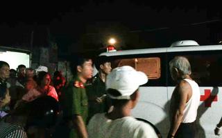 Video: Tắm biển, ba thanh niên bị sóng cuốn trôi