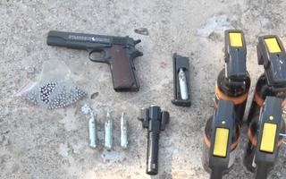 Video: Bắt nhóm thanh niên mang kiếm, súng đi đánh nhau