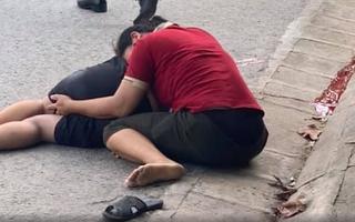 Video: Mẹ ôm thi thể con khóc sau tai nạn xe máy đâm trực diện xe tải