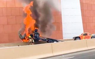 Video: 3 người tử vong sau vụ va chạm gây ra hỏa hoạn giữa 2 ôtô