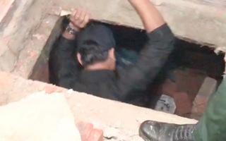 Video: Xây hầm trong nhà cất giấu trên 1,3 tấn pháo lậu