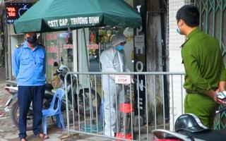 Video: Phong tỏa một ngõ ở Hà Nội có ca dương tính SARS- COV-2