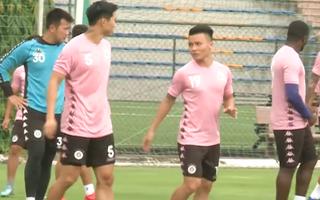 Video: Đoàn Văn Hậu có buổi tập đầu tiên với đồng đội ở CLB Hà Nội