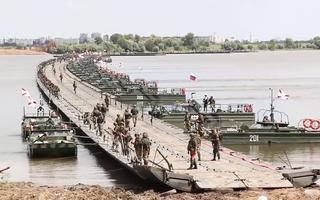 Video: Lần đầu lắp ráp cầu nổi hơn 1km trong cuộc tập trận đặc biệt