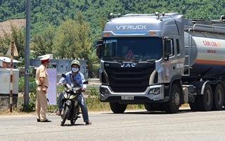Video: Phải đổi tài xế nếu xe hàng chạy vào địa phận Thừa Thiên Huế