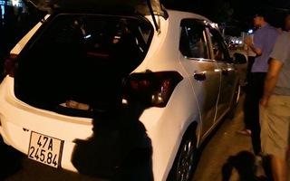 Video: Truy bắt tài xế taxi rút dao đâm hành khách trọng thương rồi bỏ chạy