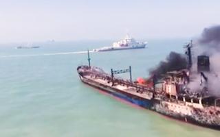 Video: 2 tàu đâm nhau cháy ngùn ngụt trên sông, 14 người mất tích