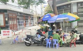 Video: Phong tỏa 17 nhà dân trong hẻm 52 đường Thoại Ngọc Hầu ở TP.HCM