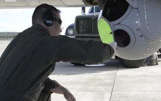 Đoạn video hiếm về máy bay trinh sát Mỹ tuần tra Biển Đông