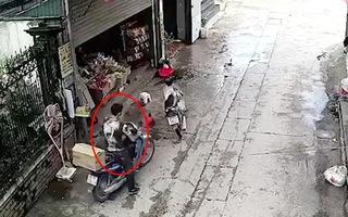 Video: Tên trộm tráo chiếc xe Dream lấy xe Wave rồi tẩu thoát tại Hà Nội