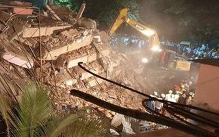 Video: Sập tòa nhà 5 tầng, 90 người bị chôn vùi ở Ấn Độ