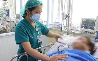 Bệnh nhân bị rắn cắn: Bác sĩ sẽ tiến hành ghép da vùng hoại tử, hiện còn suy hô hấp, lọc máu liên tục