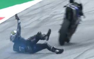 Video: Khoảnh khắc tay đua nhảy ra khỏi xe ở tốc độ 230 km/h
