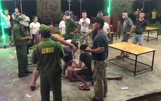Video: Công an ngăn chặn vụ hỗn chiến trong quán nhậu tại Quảng Ngãi
