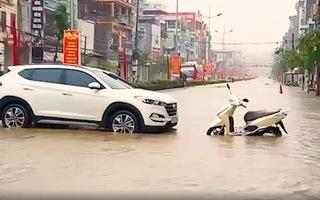 Video: Vừa nâng cấp hệ thống thoát nước 200 tỉ, TP Điện Biên Phủ ngập như sông