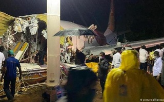Video: Máy bay chở công dân về nước tránh dịch COVID-19 gặp nạn, ít nhất 17 người tử vong ở Ấn Độ