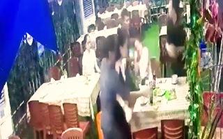Video: Mâu thuẫn trong lúc đi vệ sinh ở quán nhậu, 1 người bị đâm chết