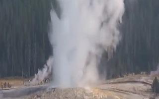 Video: Mạch nước phun trào cao hơn 60 mét