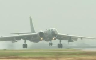 Video: Máy bay ném bom của Trung Quốc tới gần biên giới Ấn Độ