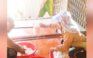 Video: Bắt quả tang cơ sở sản xuất bún mất vệ sinh, nguyên liệu không rõ nguồn gốc