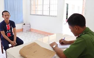 Video: Bắt hai thanh niên thực hiện hàng loạt vụ cướp vé số của người nghèo