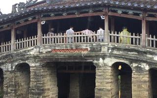 Video: Khẩn cấp chống đỡ chùa Cầu Hội An trước khi bão số 5 đổ bộ