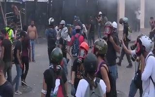 Video: Hàng nghìn người biểu tình xuống đường ở Beirut