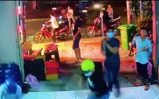Video: 12 thanh niên cầm hung khí đập phá quán karaoke ở quận 12 đã bị bắt