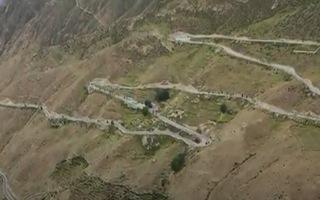Video: Tuyến đường có tới 72 khúc cua ở độ cao hàng nghìn mét