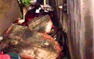 Video: Mưa lớn khiến tường rào đổ sập, nhiều nhà dân tan hoang