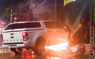 Video: Xe container tông vào 4 nhà dân, xe bán tải và một căn nhà bốc cháy