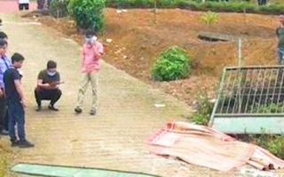Video: Cổng trường đổ sập đè chết 3 học sinh tiểu học ở Lào Cai