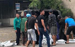 Video: Hàng chục người nâng xe tải cứu người đi đường ở Thái Nguyên