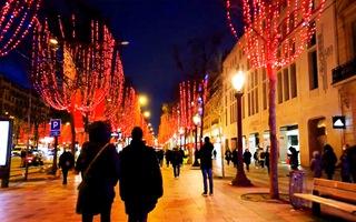 Video: Người dân châu Âu đón năm mới tại nhà do COVID-19