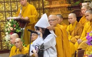Video: Con gái ca sĩ Vân Quang Long khóc nghẹn khi hát tiễn biệt cha