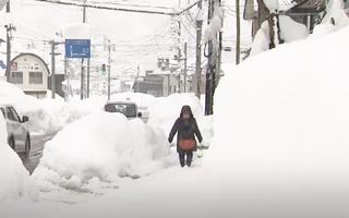 Video: 10 người thiệt mạng vì bão tuyết ở Nhật Bản, giao thông tê liệt