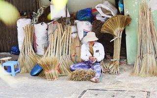 Góc nhìn trưa nay | Xóm chổi Sài Gòn vào vụ Tết