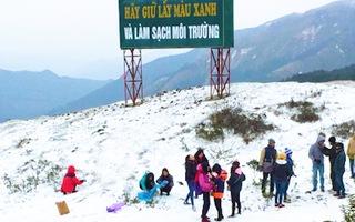 Video: Cận cảnh băng tuyết phủ trắng đỉnh núi ở Cao Bằng