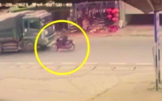 Video: Tông trực diện với xe ben, cô gái tử vong tại chỗ