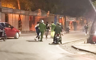 Video: Bắt nhóm thanh thiếu niên đánh võng, bốc đầu, nẹt pô gây náo loạn trên phố Hà Nội