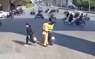 Video: Tài xế xe công nghệ chở CSGT đuổi theo ôtô vi phạm giao thông