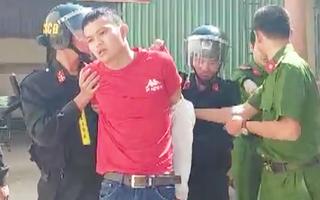 Video: Bắt nghi phạm say xỉn, tấn công tài xế, cướp taxi ở Quảng Ngãi
