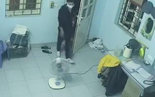 Video: Cảnh giác trước 'thủ thuật' mở chốt cửa của kẻ trộm