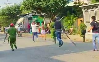 Video: Bắt thanh niên 'ngáo đá' dùng búa đánh bị thương nhiều người ở Tiền Giang