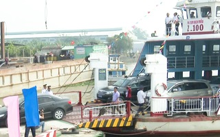 Video: Bến Tre, Tiền Giang đưa phà hoạt động trở lại vì cầu quá tải