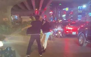 Video: Triệu tập tài xế đánh người nhắc dừng đèn đỏ lâu