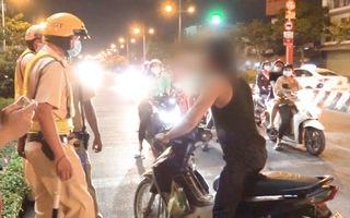 Video: Người đàn ông say xỉn vào chốt CSGT 'tại sao không bắt em'?