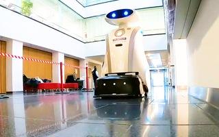 Video: Robot 200kg dọn dẹp sàn nhà bệnh viện trong thời Covid-19