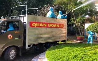 Video: Quân đội phun hàng ngàn lít dung dịch khử khuẩn tại Gia Lai